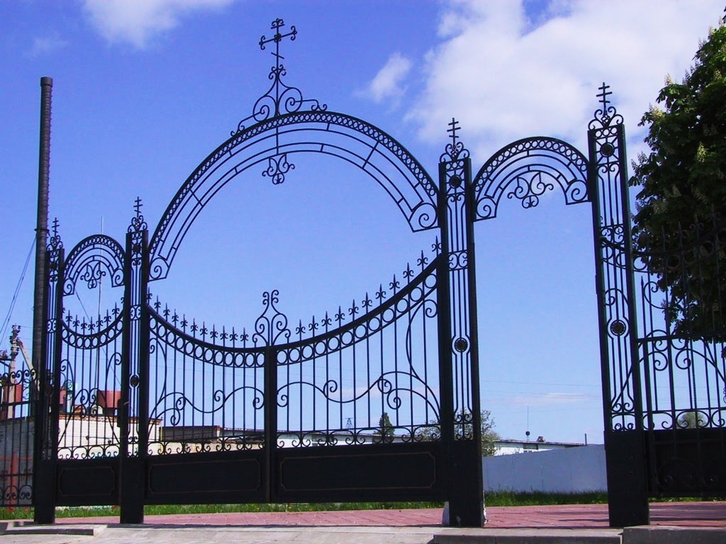 кованные ворота церквей