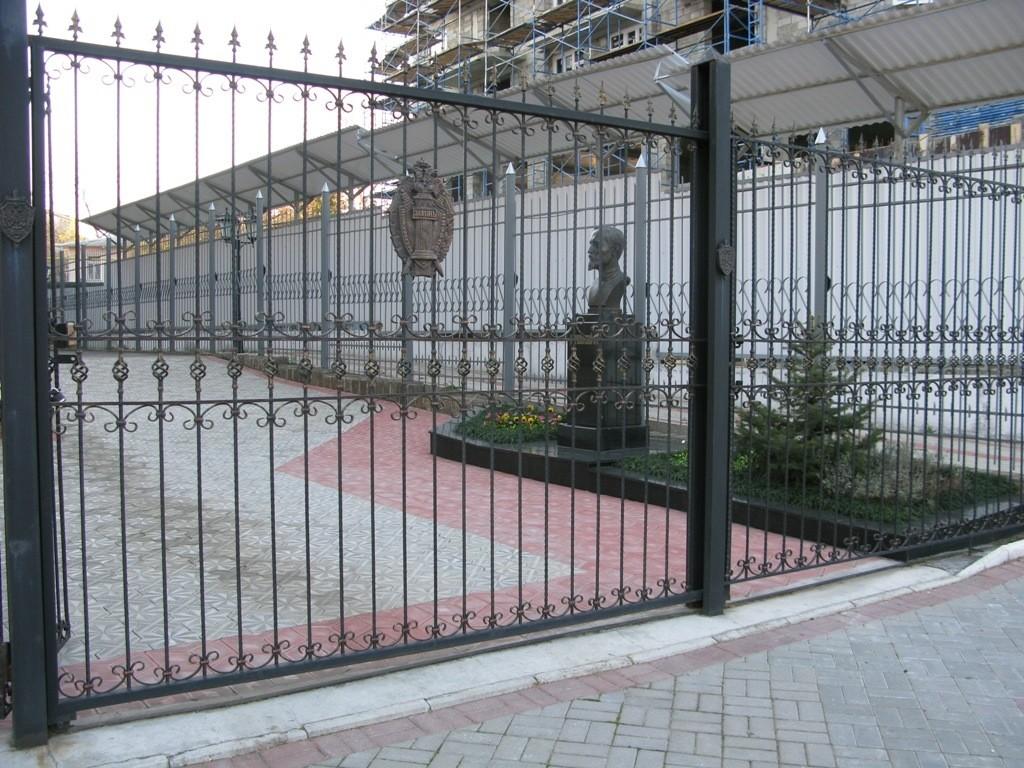 кованные металлические ограды